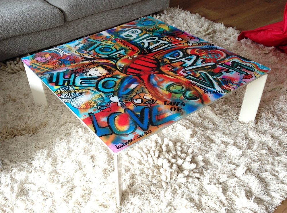 osez la couleur dans votre int rieur avec les tables personnalis es par louisem infos 75. Black Bedroom Furniture Sets. Home Design Ideas