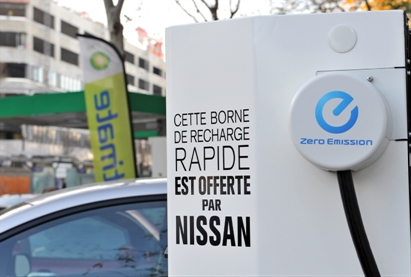 nissan et bp delek france installent la premi re borne de recharge rapide dans paris infos 75. Black Bedroom Furniture Sets. Home Design Ideas