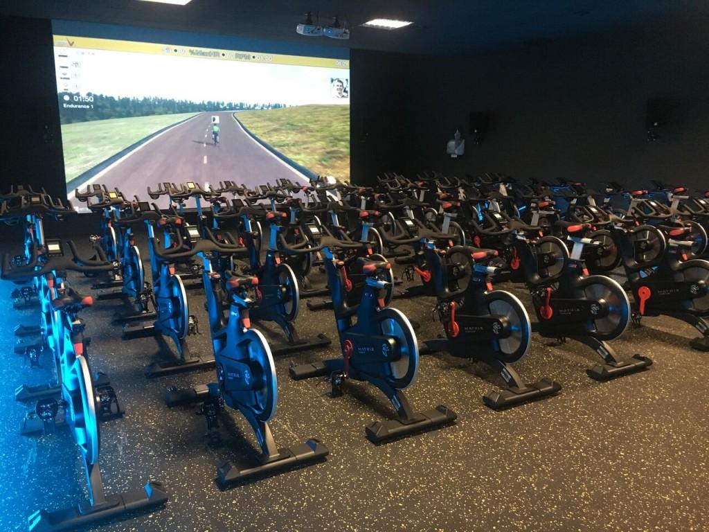 la salle de sport the loft de rueil malmaison s 233 quipe du nouveau concept de biking interactif
