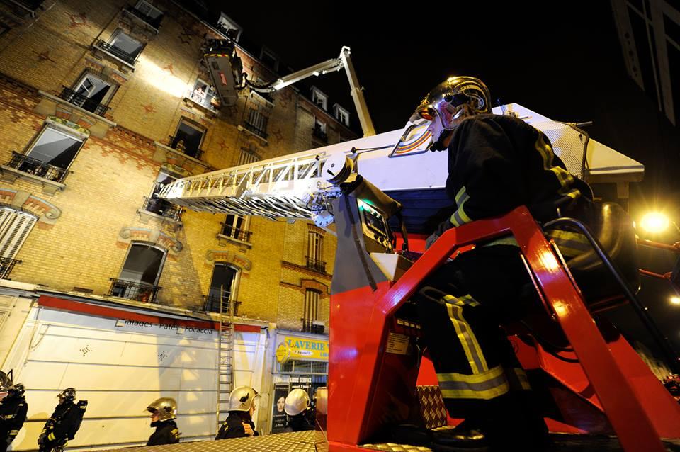l h tel de ville accueille l exposition pompiers de paris notre mission sauver infos 75. Black Bedroom Furniture Sets. Home Design Ideas