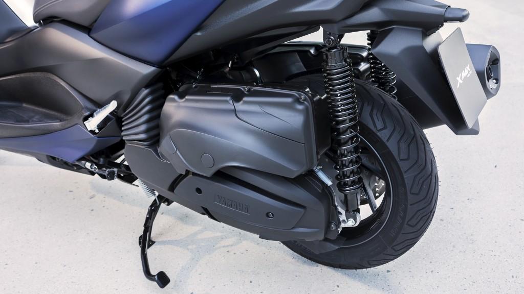 2018-Yamaha-X-MAX-400-EU-Phantom-Blue-Detail-002