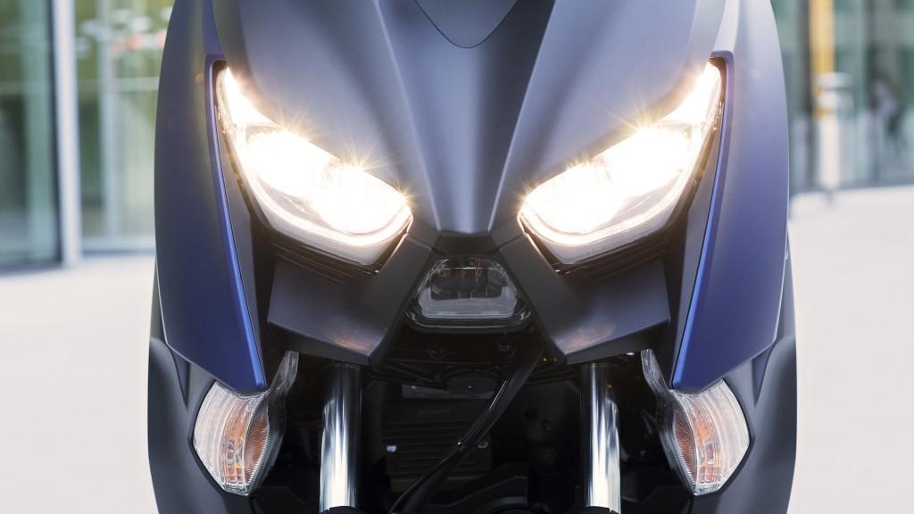 2018-Yamaha-X-MAX-400-EU-Phantom-Blue-Detail-005