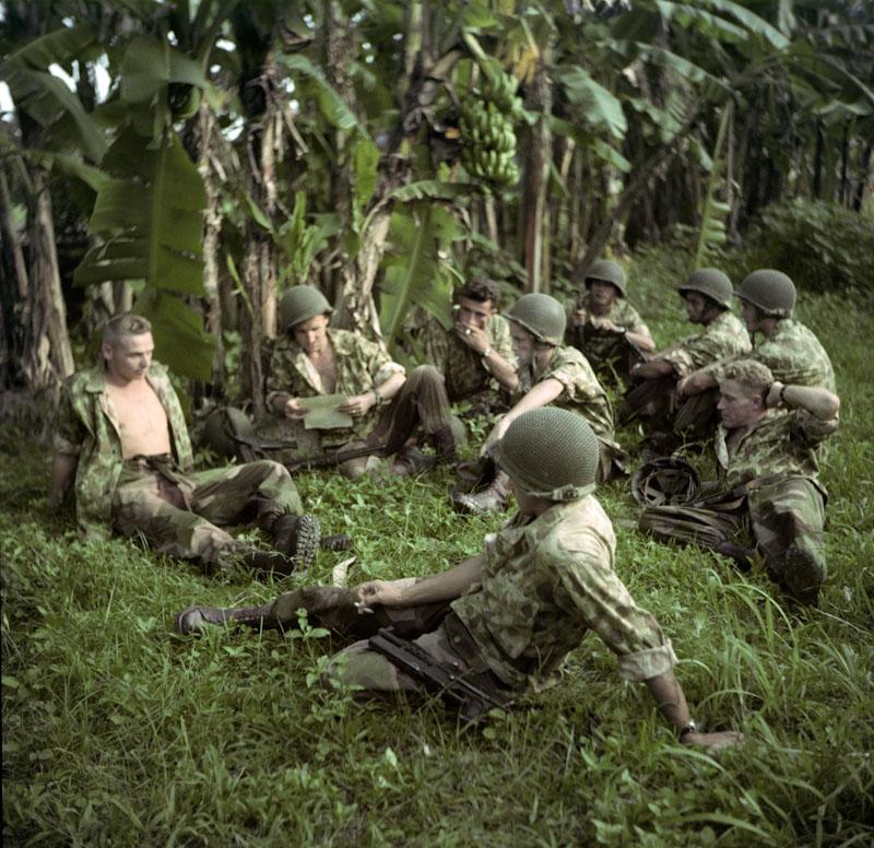 Repos des soldats près d'Hanoï