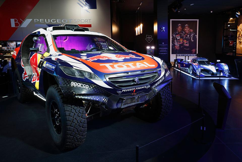 Photos : nouvelle vitrine « by Peugeot Sport » chez Peugeot Av